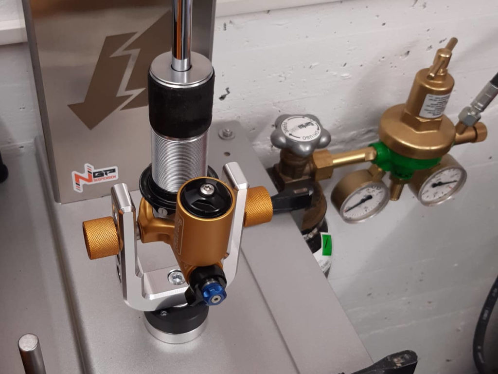 Amortisseur Öhlins TTX22 test sur banc